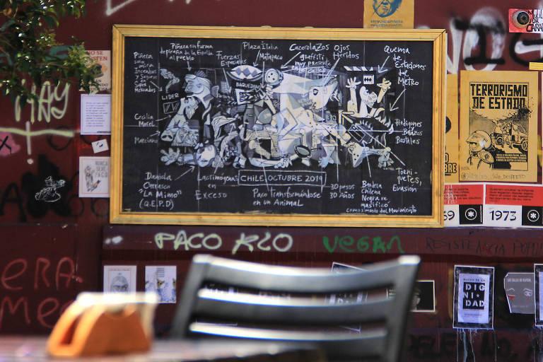 """Releitura da """"Guernica"""", de Picasso, nas ruas de Santiago, pelo artista Miguel Ángel Castro"""