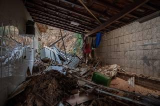 Casa que foi atingida por um deslizamento de terra em Belo Horizonte (MG)