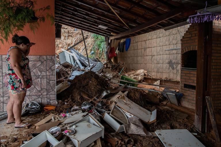 Chuva em MG deixa mortos e casas destruídas
