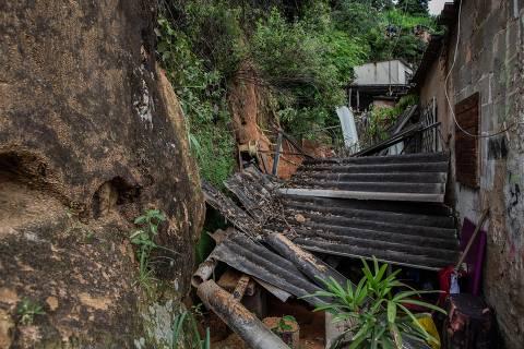 Em novo temporal, avenidas alagam e carros são arrastados em MG; veja vídeos