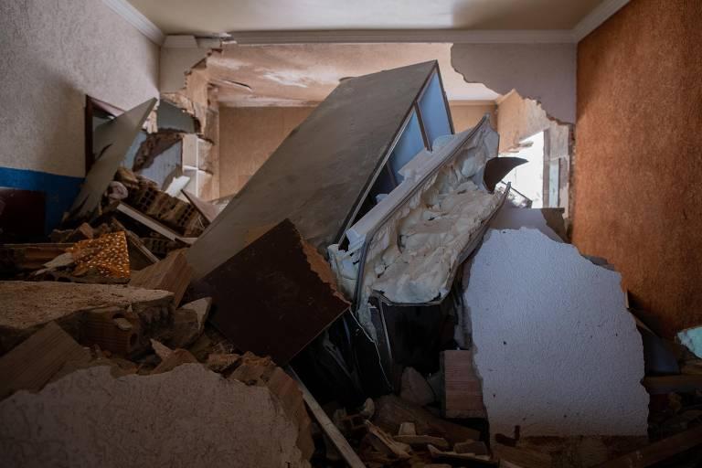 Casa atingida por um deslizamento de terra no bairro Jardim Alvorada