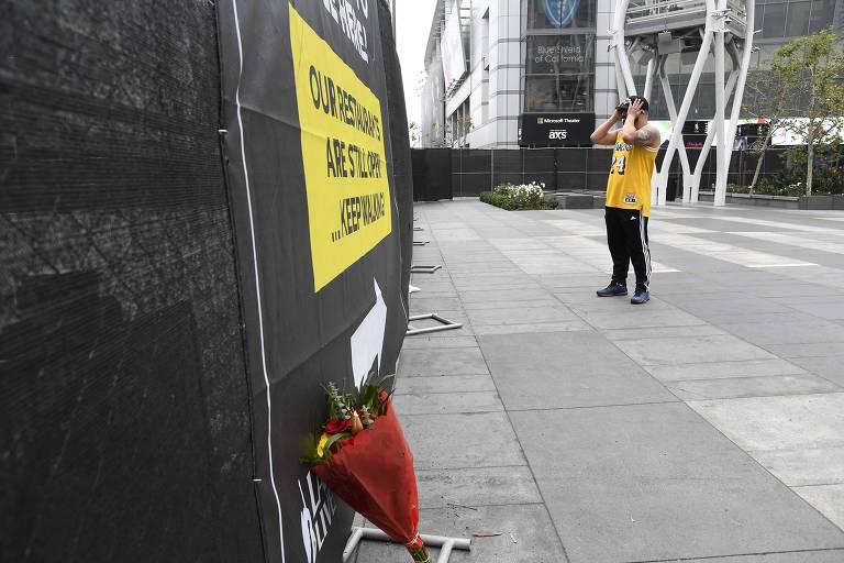 Fãs homenageiam Kobe Bryant