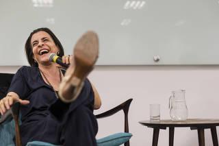 Coluna Monica Bergamo. Perfil da cantora e compositora  Marina Lima que da  palestra sobre a trajetoria de sua carreira para publico restrito em sala do centro de pesquisa do SESC (na Bela Vista)