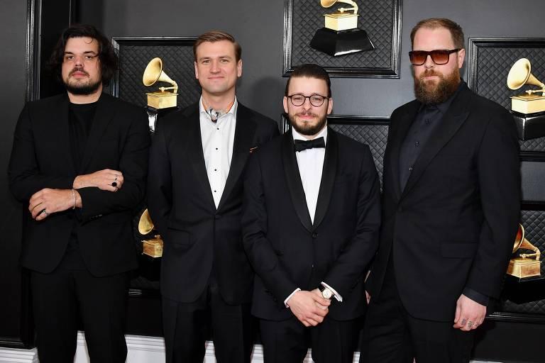 A banda Bon Iver chega ao 62º Grammy, no Staples Center, em Los Angeles