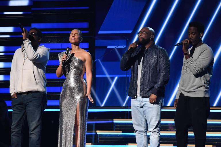 Alicia Keys e  Boyz II Men fazem homenagem a Kobe Bryant