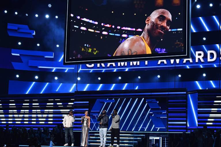 Homenagem a Kobe Bryant com Alicia Keys e integrantes do grupo Boyz II Men