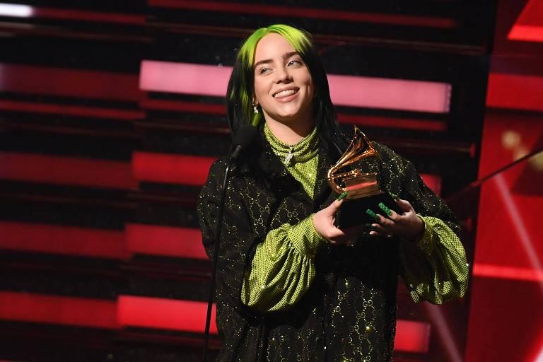 Billie Eilish recebe o prêmio de Artista Revelação