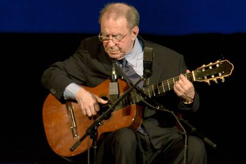 (FILES) In this file photo taken on August 24, 2008 Brazilian musician Joao Gilberto, 77, performs during his presentation at the Teatro Municipal in Rio de Janeiro. - Joao Gilberto, the legendary Brazilian musician and songwriter who was a pioneer of the lilting, melodious music known as bossa nova, has died, his son Joao Marcelo announced on July 6 on Facebook. He was 88. (Photo by Ari Versiani / AFP) ORG XMIT: VAN08