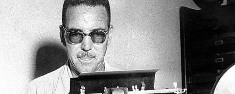 ORG XMIT: 142501_0.tif 1954  O escritor paulistano Jeronymo Monteiro, criador da