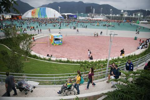 RIO DE JANEIRO/RJ BRASIL. 16/09/2016 - Movimentacao do publico no parque olimpico nessa sexta feira.(foto: Zanone Fraissat/FOLHAPRESS, ESPORTE)***EXCLUSIVO***