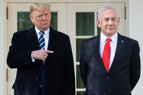 TOPSHOT - US President Donald Trump and Israeli Prime Minister Benjamin Netanyahu (R) speak to the press on the West Wing Colonnade prior to meetings at the White House in Washington, DC, January 27, 2020. (Photo by SAUL LOEB / AFP)