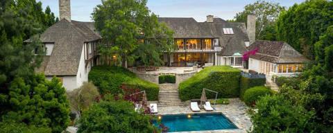 Mansão onde Brad Pitt e Jennifer Aniston. Na foto:  A mansão fica no popular bairro de Beverly Hills, porém com uma entrada escondida e privada