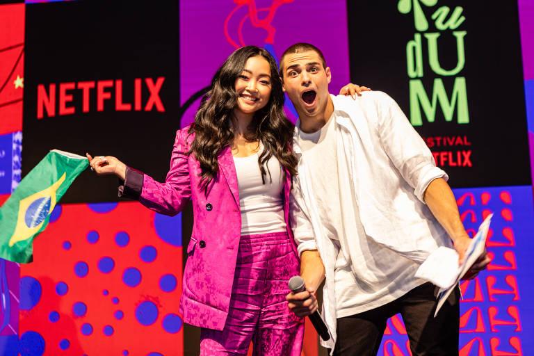Noah Centineo e Lana Condor no festival Tudum, da Netflix, realizado em São Paulo