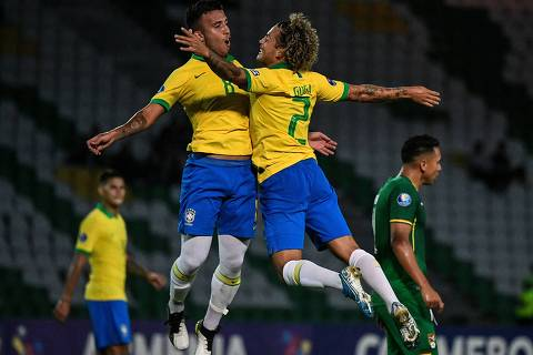 Brazilian defender Guga (R) celebrates with teammate midfielder Matheus Henrique after scoring against Bolivia during their Under-23 South American Pre-Olympic Tournament football match at Centenario Stadium in Armenia, Colombia, on January 28, 2020. (Photo by Juan BARRETO / AFP)