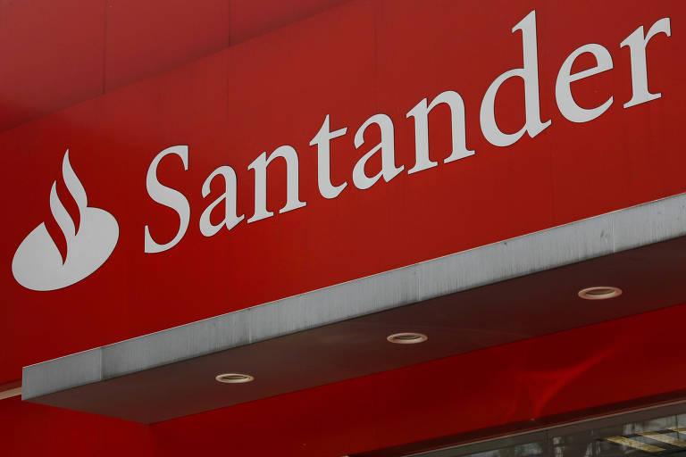 Fachada de agência do Santander