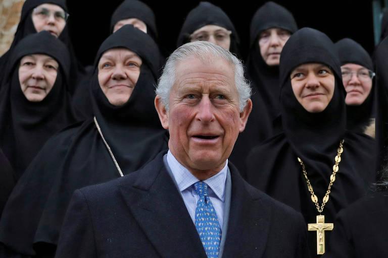 O príncipe Charles com freiras ortodoxas durante visita a Jerusalém