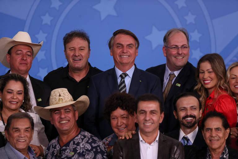 O presidente Jair Bolsonaro participa de encontro com sertanejos no palácio do planalto