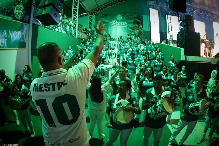 Ensaio na quadra da escola de samba Mancha Verde