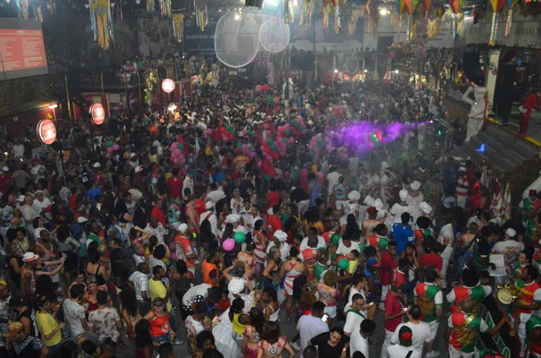 Ensaio na quadra da escola de samba Mocidade Alegre
