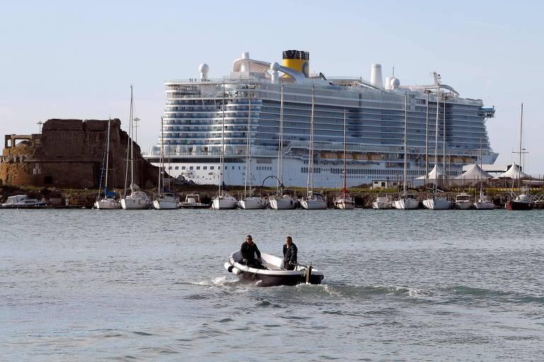 O navio Costa Smeralda parado a 70 km de Roma por suspeita de infecção por coronavírus a bordo
