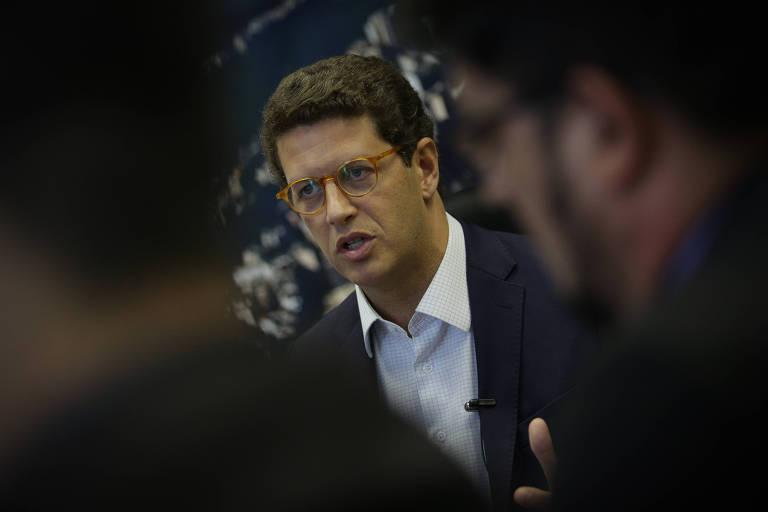 O ministro do Meio Ambiente, Ricardo Salles com a boca aberta, falando