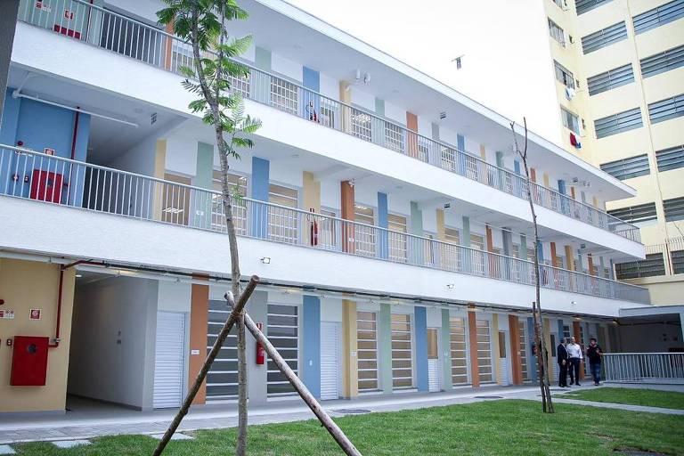 Governo de SP entrega obras de creche na cracolândia