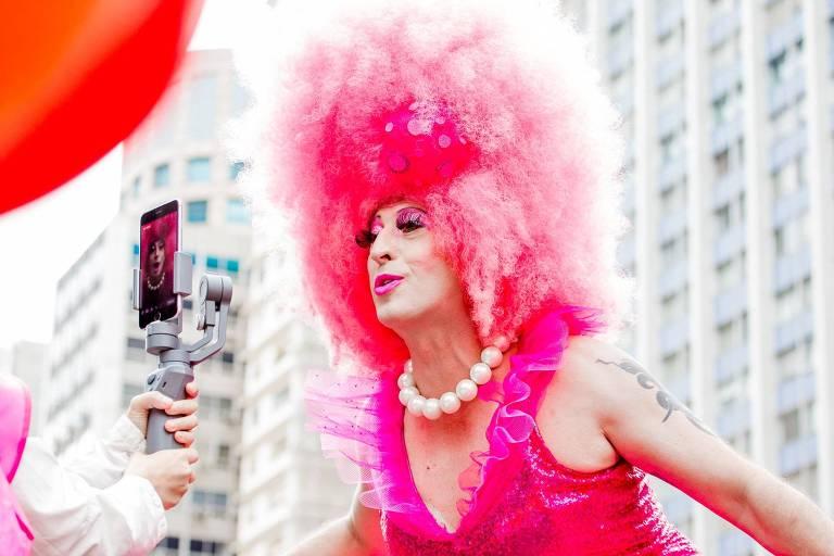 A drag queen Mama Darling