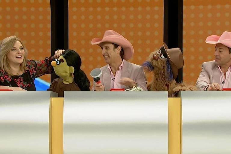 Mariangela Zan e a dupla Rosa e Rosinha com os bonecos