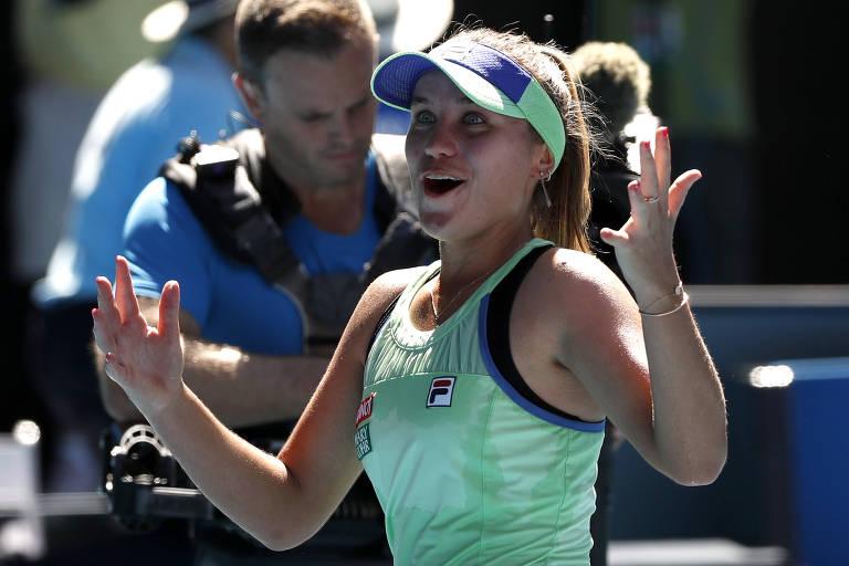 A tenista americana Sofia Kenin comemora sua vitória contra Ashleigh Barty, que lhe garantiu a ida à final do Australian Open