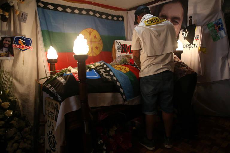 Parente de Jorge Mora, o torcedor morto do Colo-Colo, comparece ao velório