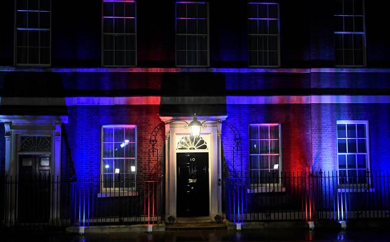 Projeção de luzes na fachada da residência oficial do primeiro-ministro, no número 10 da rua Downing