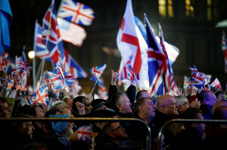 Celebração do brexit em Londres; festa foi organizada pelo grupo Leave Means Leave (sair significa sair)
