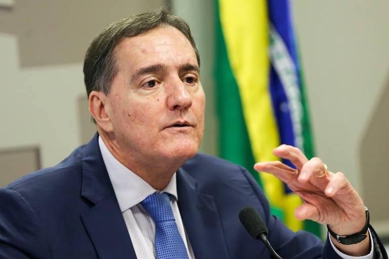 Jarbas Barbosa é vice-diretor da Opas (Organização Pan-Americana de Saúde) em Washington, foi diretor  da Anvisa e secretário de Ciência e Tecnologia, de Vigilância em Saúde e secretário-executivo do Ministério da Saúde; é médico formado pela Universidade Federal de Pernambuco (1981)