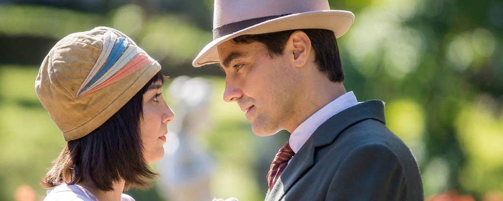 Clotilde ( Simone Spoladore ) e Almeida ( Ricardo Pereira ), em Éramos Seis (Globo)