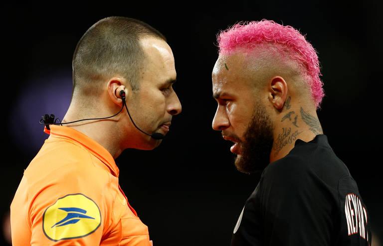 Neymar pinta o cabelo de rosa para jogo do Campeonato Francês; veja fotos de hoje