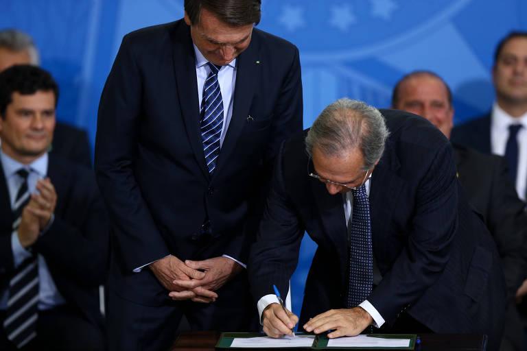 Presidente Jair Bolsonaro participa, ao lado dos ministros Sérgio Moro (Justiça), Onyx Lorenzoni (Casa Civil), Paulo Guedes (Economia), dentre outros, Solenidade de Lançamento do Projeto em Frente Brasil, de medidas para a segurança pública, no Palácio do Planalto