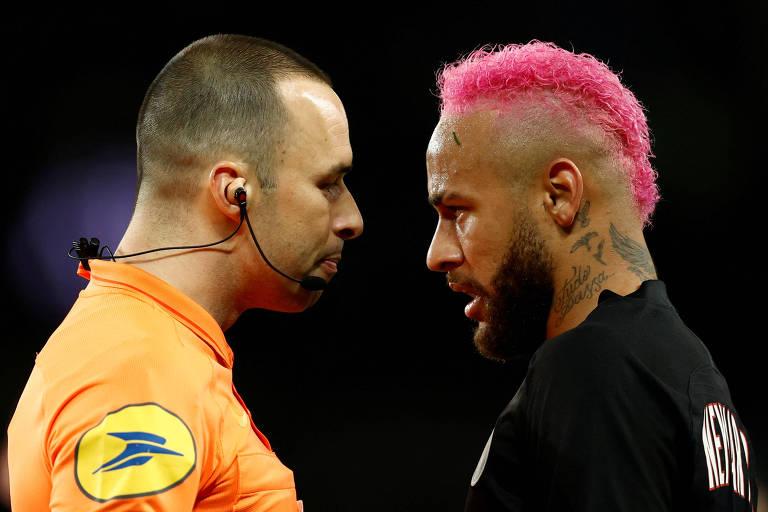 Neymar se revoltou com cartão amarelo após bronca do árbitro por tentativa de drible
