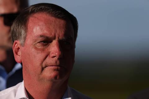 Bolsonaro entrega protagonismo contra coronavírus a ministro