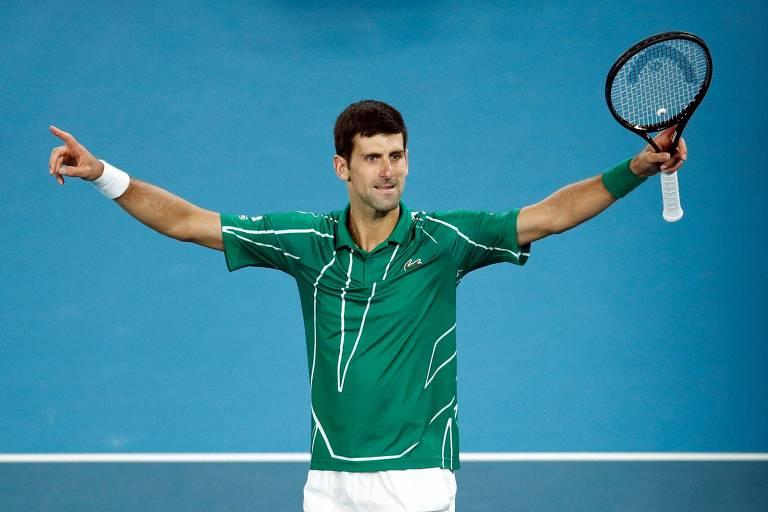 Novak Djokovic celebra o ponto que deu a ele a vitória sobre Dominic Thiem e o título do Australian Open, seu 8º no Grand Slam australiano