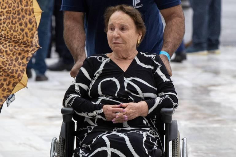 Maria do Céu, mãe do Gugu, no velório do apresentador na Alesp (Assembleia Legislativa se São Paulo)