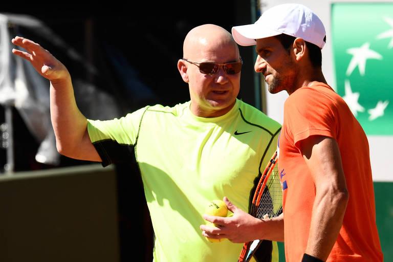 Novak Djokovic e seu então treinador Andre Agassi antes de Roland Garros-2017
