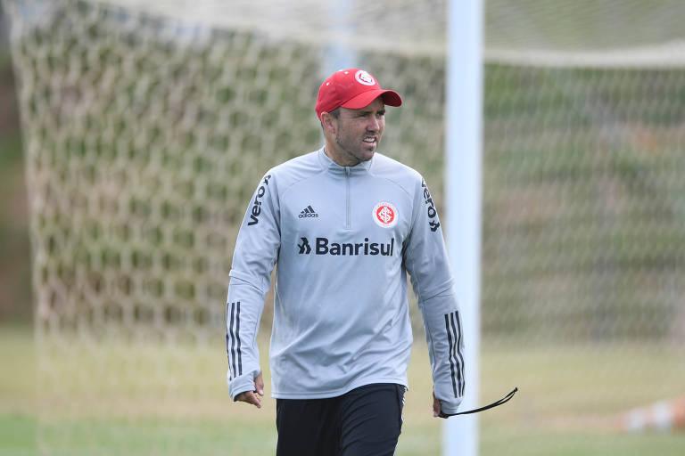 Eduardo Coudet, técnico do Internacional, em treino da equipe no Parque Gigante, em Porto Alegre