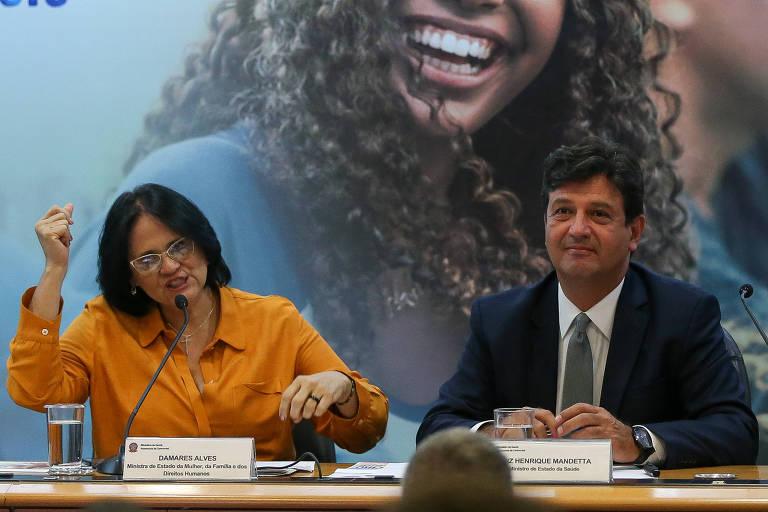 A ministra da Mulher Damares Alves e o ministro da Saúde Luiz Henrique Mandetta durante apresentação da campanha de prevenção à gravidez na adolescência do governo