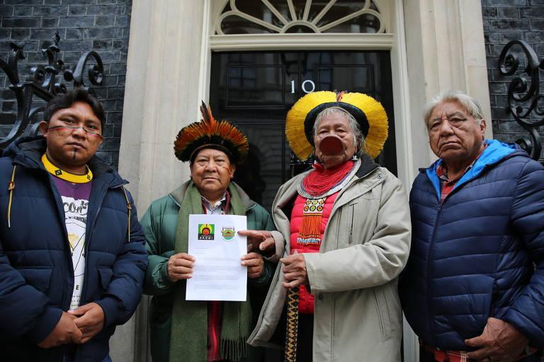 Raoni entrega carta na casa do premiê inglês Boris Johnson; veja fotos de hoje