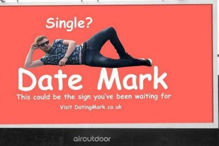 Mark Rofe se anunciou em outdoor para conseguir namorada