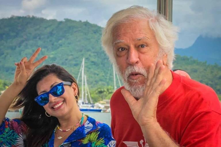 Nuno Leal Maia reaparece aos 72 anos barbudo e em viagem com a mulher