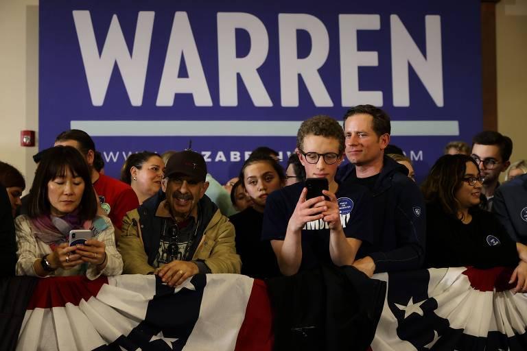 Apoiadores de Elizabeth Warren em Des Moines aguardam resultados do caucus em Iowa