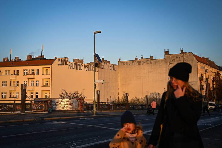 Ao forçar redução de aluguéis, Berlim vive queda na oferta de imóveis e confusão jurídica