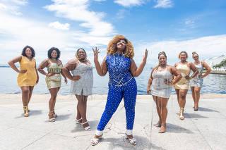 RIO DE JANEIRO, RJ, BRASIL, 31-01-2020,  Desde 2017 o Projeto Plus do samba ja reuniu mais de 80 mulheres. O projeto tenta desconstruir o corpo padrao da mulher no samba. Praca Maua, Rio de Janeiro. (Foto: Zo Guimaraes /Folhapress, Cotidiano) ***EXCLUSIVO