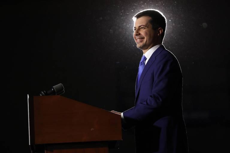 O pré-candidato democrata Pete Buttigieg discursa em evento na Universidade Drake, em Des Moines, Iowa